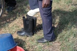 Alle gjester får utdelt farmen sine eigne støvlar
