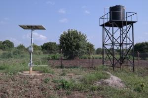 Solcellepanel og eiga vannforsyning