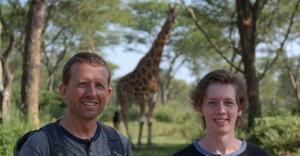 På fottur blant giraffar