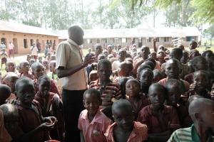 Ein lokal skule med 2000 elevar.